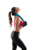 在健身房锻炼以后的妇女 免版税库存图片