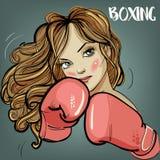 在健身时间和拳击期间的美丽的妇女 免版税图库摄影