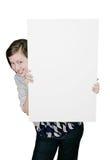 在偷看符号的女孩附近 免版税库存图片