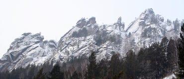 在储备克拉斯诺亚尔斯克柱子的山Takmak 库存图片