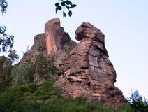 在储备克拉斯诺亚尔斯克柱子的岩石图腾 库存图片