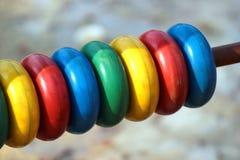 在儿童操场的五颜六色的算盘 库存图片