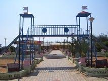在儿童` s公园的科摩林角,泰米尔纳德邦,印度- 2008 10月7日,五颜六色的蓝色彩色幻灯片 免版税库存图片