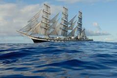 在充分的风帆之下的帆船 库存图片