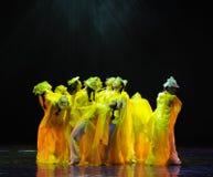 在充分的绽放这舞蹈戏曲的菊花神鹰英雄的传奇 免版税库存图片
