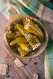 在充分碗的顶视图由乳酪和她的绿色胡椒粉原料 免版税图库摄影