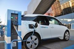 在充电站的DriveNow BMW i3在慕尼黑,德国 免版税库存图片