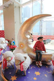 在兆箱子商城的圣诞节装饰 免版税库存照片