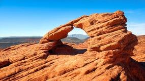 在先驱公园的微型砂岩曲拱在圣乔治,犹他 图库摄影