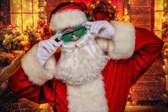 在光亮玻璃的圣诞老人 库存照片