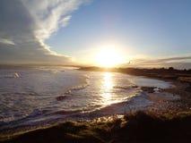 在光亮的海的日落 免版税库存照片