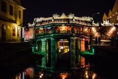在光的桥梁在河亚洲反射了 库存图片