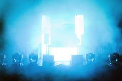 在光的空的音乐会阶段 图库摄影