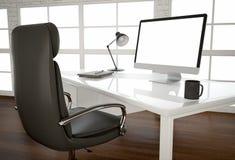 在光滑的桌上的空白的屏幕在大窗口在办公室 3 库存图片