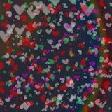 在光滑的黑暗的背景的五颜六色的心脏bokeh行动 库存图片