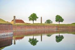 在克伦堡城堡附近的美丽的树 库存照片