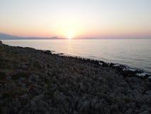 在克利特海岛上的日落 免版税库存图片