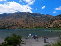 在克利特海岛上的Curnas湖 图库摄影
