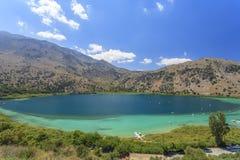 在克利特海岛上的Kournas湖 希腊 库存图片