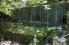 在克利特海岛的瀑布在希腊 库存照片