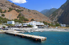 在克利特海岛的Aghia Roumeli在希腊 免版税图库摄影