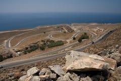 在克利特,希腊海岸的弯曲道路  库存图片