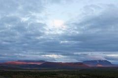 在克拉夫拉火山附近的美丽的红色火山火山口打开了 图库摄影