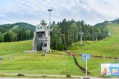 在克拉斯诺亚尔斯克乐趣公园海狸日志的驾空滑车 俄国 免版税库存图片