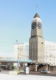 在克拉斯诺亚尔斯克克拉斯诺亚尔斯克市管理附近的大本钟 免版税库存照片