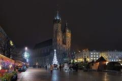 在克拉科夫,波兰大广场的圣诞节市场  库存照片