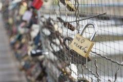 在克拉科夫,波兰爱在一座桥梁的锁 库存图片