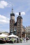 在克拉科夫主要市场上的街道咖啡馆在波兰 免版税库存照片