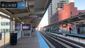 在克林顿驻地的CTA轨道在芝加哥的北部圈 股票录像