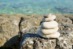 在克罗地亚人的光滑的禅宗石头 免版税库存图片