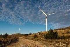 在克罗地亚海岸的风涡轮 图库摄影