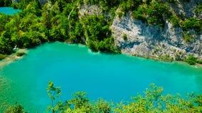 在克罗地亚湖plitvice绿松石之上 免版税库存照片