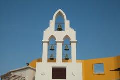 在克罗地亚高耸的响铃与蓝天 免版税库存照片