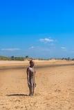 在克罗斯比海滩的雕塑,另一个地方安东尼Gormley 图库摄影