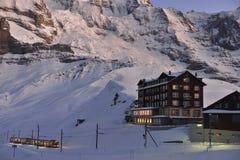 在克莱茵沙伊德格,瑞士阿尔卑斯的Jungfraubahn 库存照片