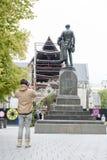 在克赖斯特切奇大教堂前面位于的Godley雕象在大教堂广场作为记念对约翰罗伯特Godley 免版税库存照片