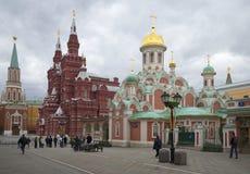 在克里姆林宫墙壁的4月天 莫斯科 库存图片