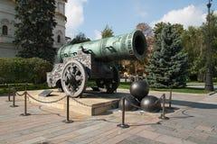 在克里姆林宫的沙皇大炮在莫斯科 库存图片