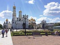 在克里姆林宫莫斯科俄国墙壁之后 免版税图库摄影