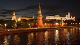 在克里姆林宫附近的堤防在莫斯科 股票录像