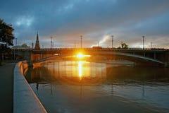 在克里姆林宫附近的大石桥梁 免版税库存照片