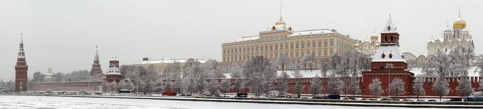 在克里姆林宫附近的莫斯科河 库存照片