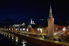 在克里姆林宫,莫斯科,俄罗斯的夜视图 免版税库存图片