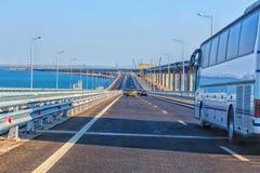 在克里米亚半岛桥梁的交通 库存图片