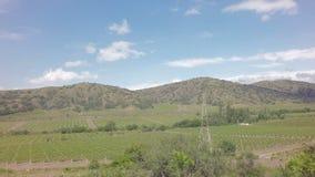 在克里米亚南部的Autotravel夏天 在黑海附近的美好的山风景 影视素材