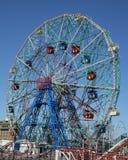 在兔子岛游乐园想知道轮子 免版税库存图片